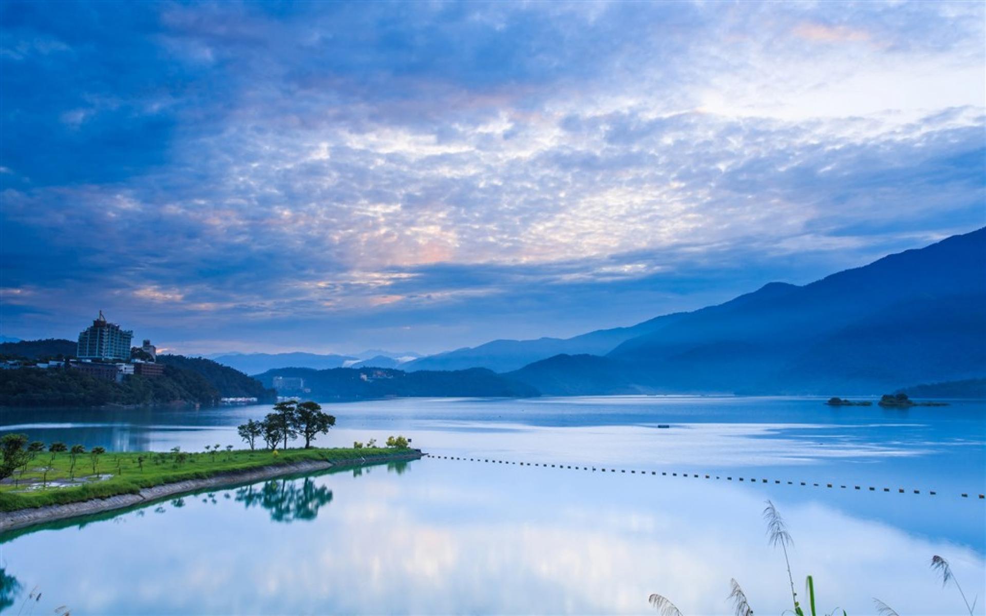 den-dai-loan-thuong-ngoan-ve-dep-tien-canh-cua-ho-nhat-nguyet-1505381422
