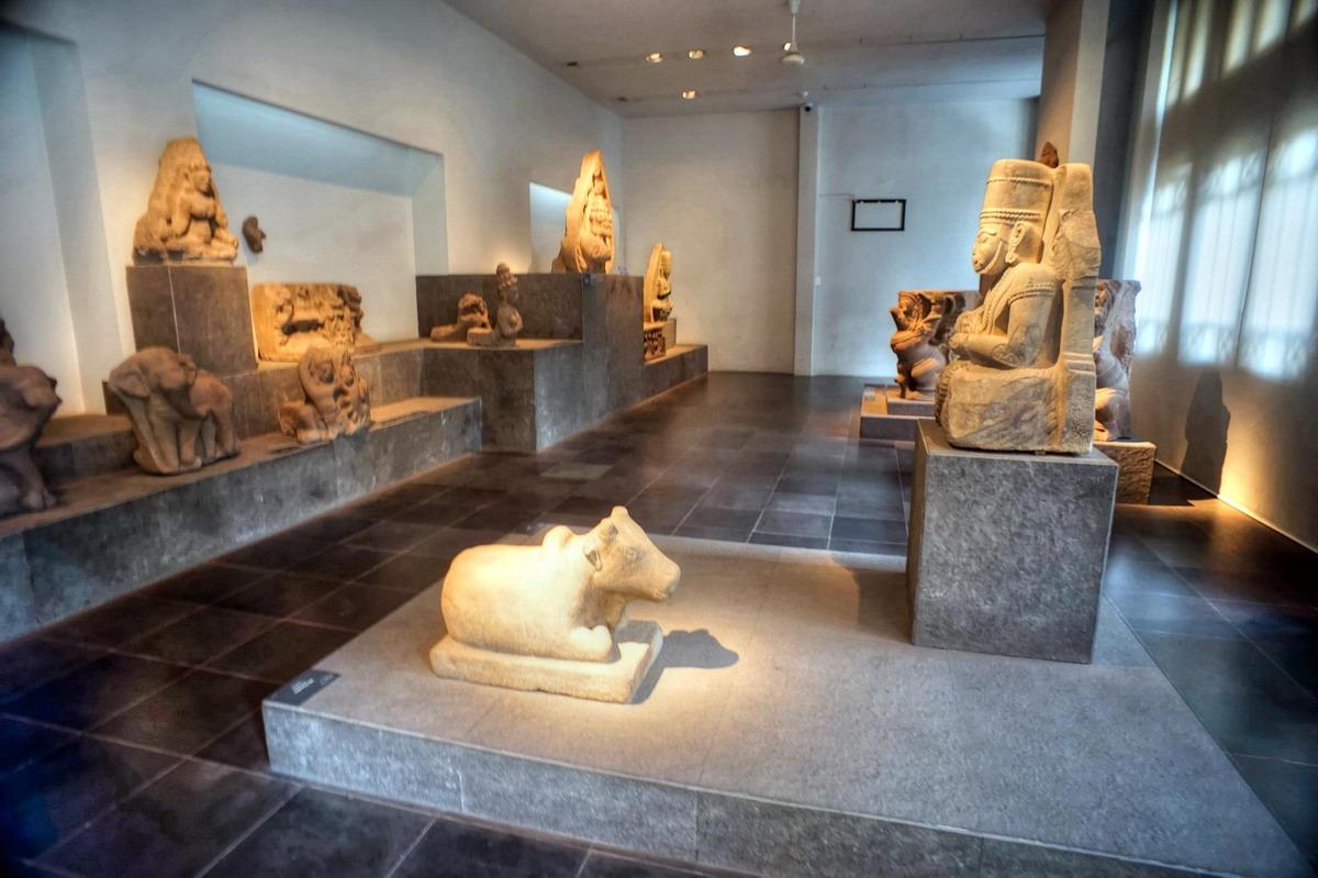 bên trong Bảo tàng Lịch sử